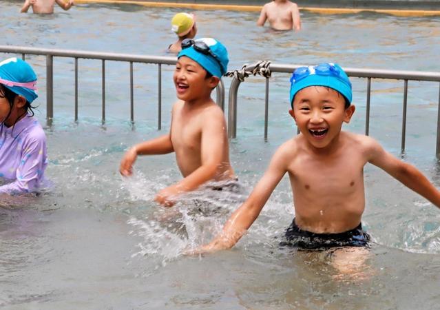 水泳授業、対策して再開 人数減で密集避け、更衣室は換気 東播2市2町
