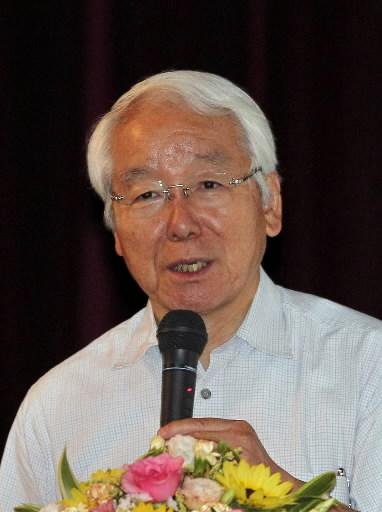 講演する井戸敏三・兵庫県知事