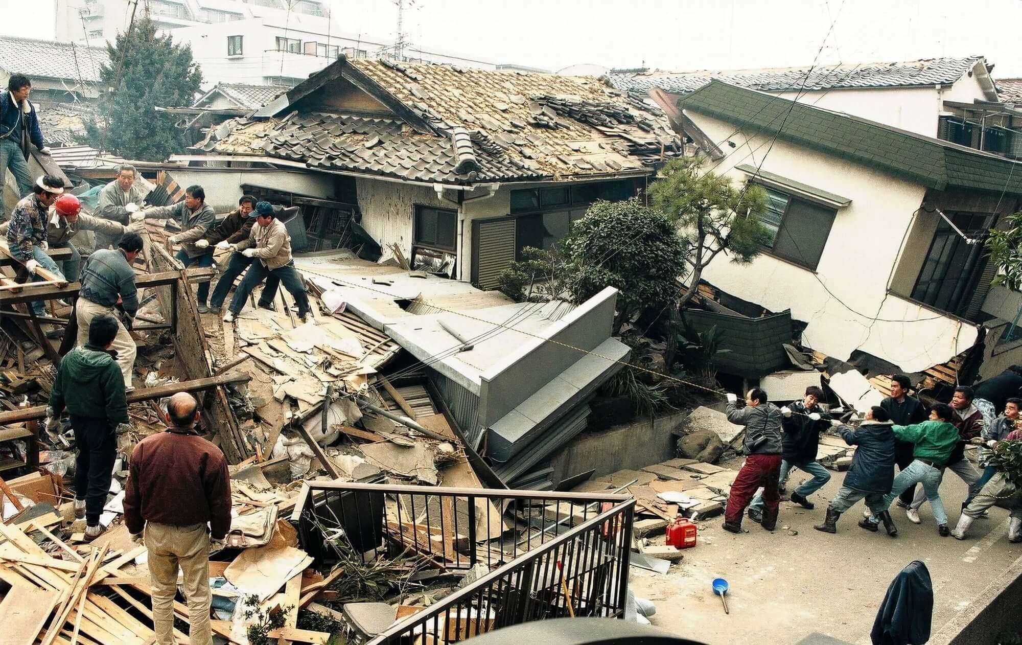 大震災 は いつ 阪神 阪神大震災で崩壊したビルの前、ぼう然と立ち尽くす「安田大サーカス」団長…亡き友が今も支え :
